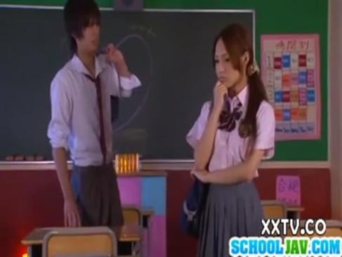 放課後の教室で美少女がせつくすしちゃう無料むしゅうせ動画像